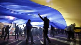 Fegyvereket vonnak vissza a kelet-ukrajnai ütközővonaltól