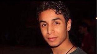Keresztrefeszítésére vár egy fiú Szaúd-Arábiában