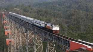 Indonézia is szupergyors vasutat épít