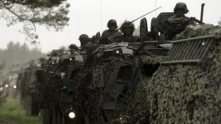 Már Csehországban a Magyarországra tartó amerikai katonák