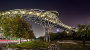 26 éves lány tervezte Teherán legmenőbb hídját