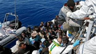 Egyetlen nap alatt 3 ezer embert mentettek ki a Földközi-tengerből