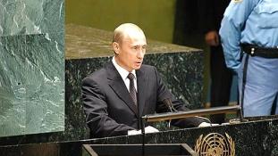 Így várják Putyint New Yorkban