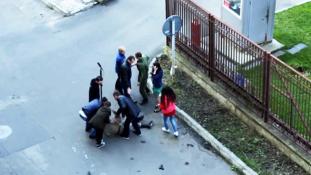 Benézett egy filmforgatást, és majdnem lelőtt egy színészt egy katona