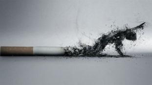 Százezer dohányos kaphat százmilliárdokat két nagy dohánycégtől
