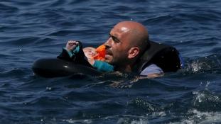 Újabb két menekülthajó süllyedt el az Égei-tengeren