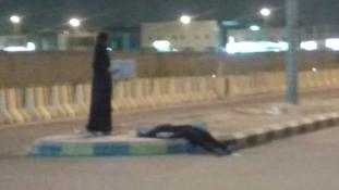Mi van, ha valaki tök részegen fetreng Szaúd-Arábiában az utcán egy szál burkában?