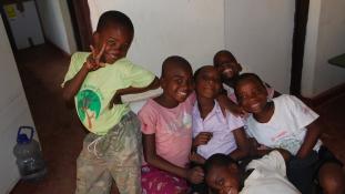 Árva gyerekeket gyógyítottak a magyar orvosok Malawiban