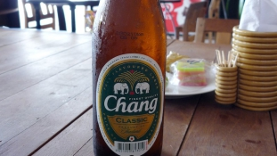 24 celebet vittek be Thaiföldön alkohol miatt