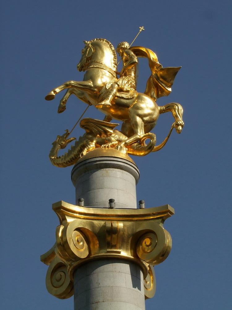 Zurab Tsereteli Szent György és a sárkány szobra