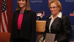 Átadták Budapesten a Nancy Brinken díjat