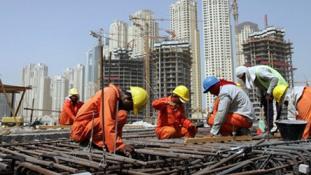 Jobban védik a külföldi munkavállalókat az Egyesült Arab Emirátusokban