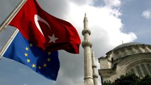 Török kormányfő: hat EU-csatlakozási fejezet azonnal megnyitható