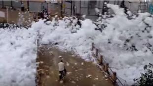 Mérgező hab árasztott el egy várost Indiában – már másodjára