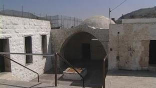 Nem csak az Iszlám Állam pusztít – palesztin  terroristák romboltak le egy több ezer éves szent helyet