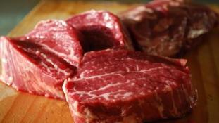 Kemény tiltakozás Indiában a marhahúsos lincselés miatt