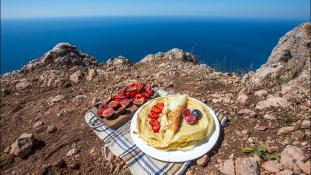 A Krím tetején sütött palacsintát a barátnőjének