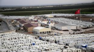 Elzárnák az utat a menekültek előtt – de jöhet 80 millió török