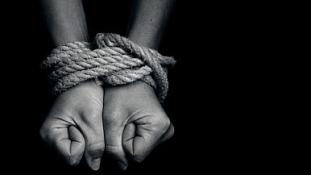 Disznóólban tartották a feleségnek elrabolt értelmi fogyatékos nőket