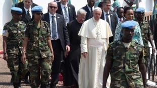 Evezzünk át a tó túlsó partjára – Banguiban ér véget a pápa afrikai útja