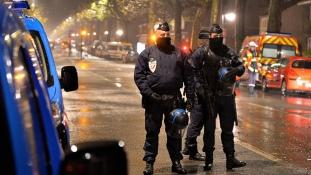 Az egyik túszejtő halott, egy őrizetben, a többiek szökésben Franciaországban