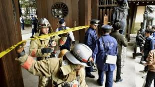Bomba robbant a Jaszukuni-szentélyben