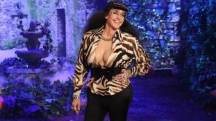 Vastapsot kapott Halloweenkor a műmellű ál-Kardashian