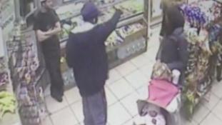 Fejkendős nőkre köpködött egy New York-i postás