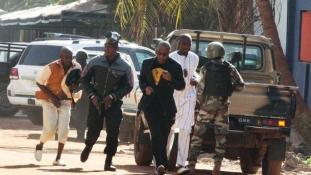 Szakértő: Lehet összefüggés a párizsi és a bamakói események között
