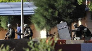 Amerikai és orosz áldozata is van a bamakói túszdrámának