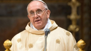 Migránsokat is felkeres februári útján a pápa