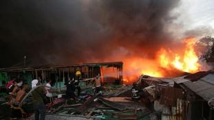 Mindenki megmenekült a nyomornegyedben a hatalmas tűzből
