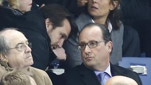 Így reagált a pénteki terrortámadás hírére Hollande – képek