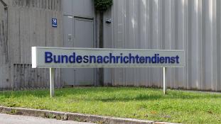 A német hírszerzés Aszadot segíti?