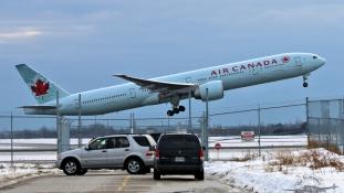 Pánik és sérültek egy kanadai gépen