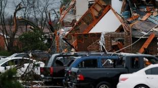 Több mint 40 embert öltek meg a viharok és a tornádók Amerikában