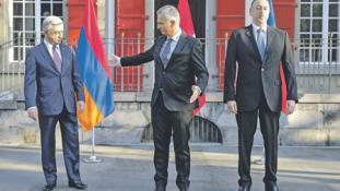 Fölösleges elnöki szócséplés? Továbbra is harcolnak Hegyi-Karabahban