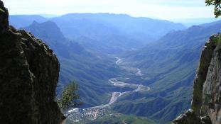 Újabb sokk Mexikóban: megégett holttestek a kanyonban