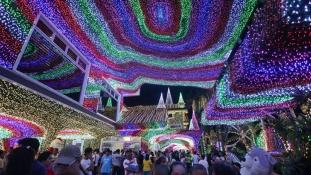 Ilyen karácsonyi díszkivilágítást még Amerikában sem látsz