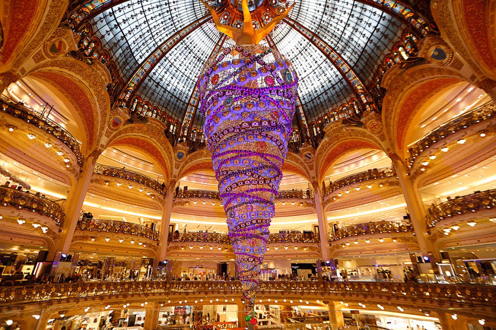 Fejjel lefelé, Galeries Lafayette, Párizs