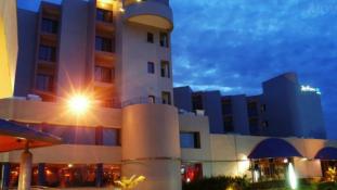 Tárt karokkal várják a vendégeket a terror szállodájában