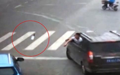 Két autó versenyzett egymással, két utcával arrébb már fegyverek röpködtek.
