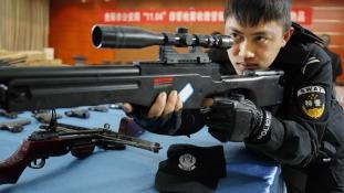 Fegyvereladások: Peking szankciókat jelentett be
