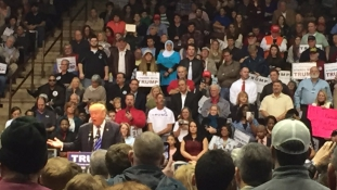 Ez történik, ha egy muszlim jelenik meg egy Trump-gyűlésen