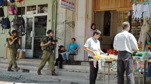 Tizennhárom éves palesztin késelőt lőttek le