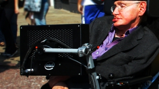 Stephen Hawking a depressziósoknak: van kiút a fekete lyukból