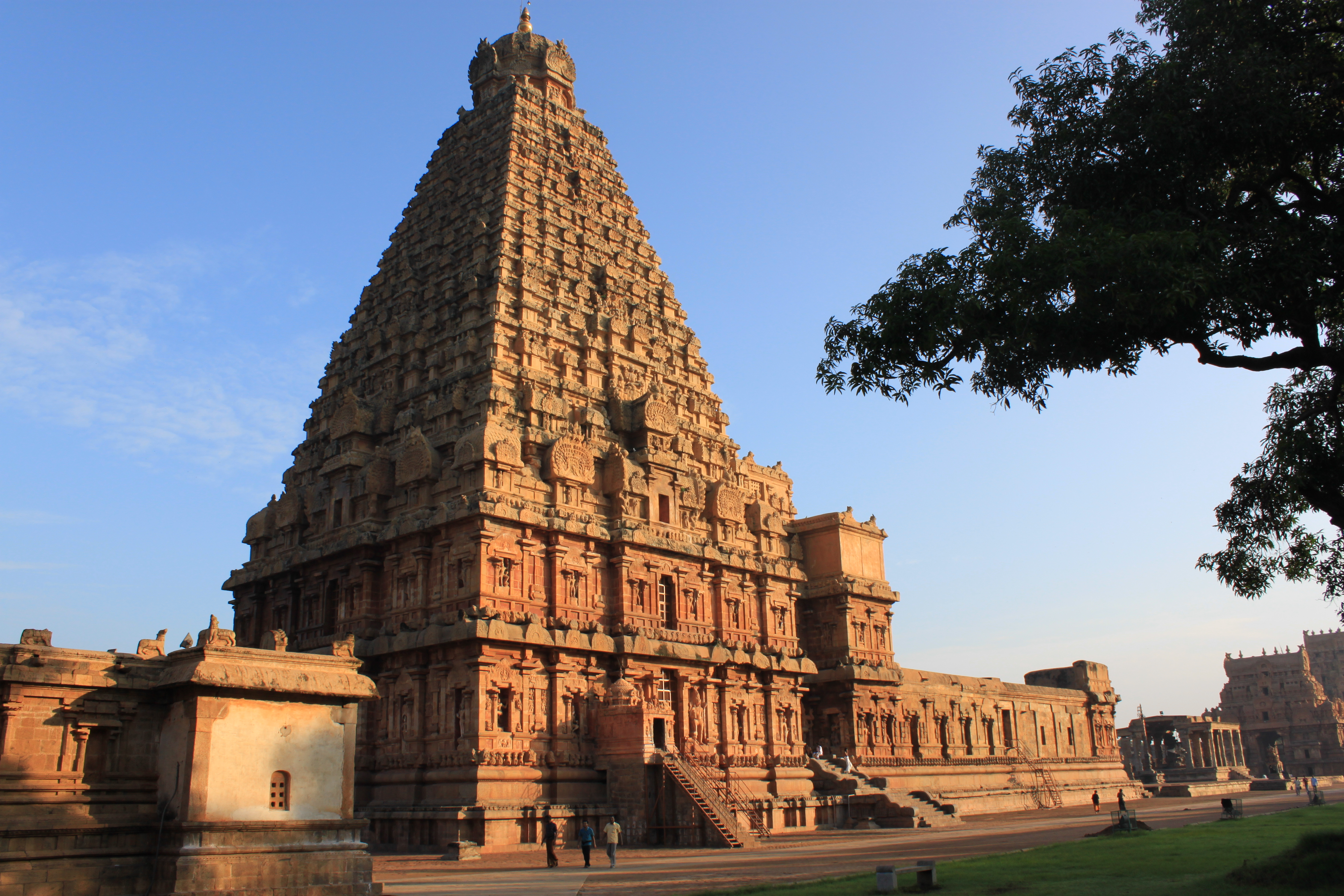 Thanjavur_Brihadeeswara_Temple_-1