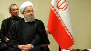 Fügefalevél helyett paraván az iráni elnök látogatásán