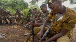 Terrortámadás Szomáliában: 50 halott