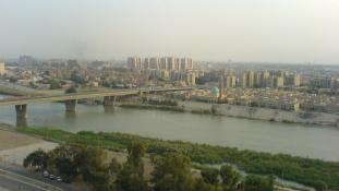 Halálos túszejtés Bagdadban, öngyilkos merénylő a kaszinóban